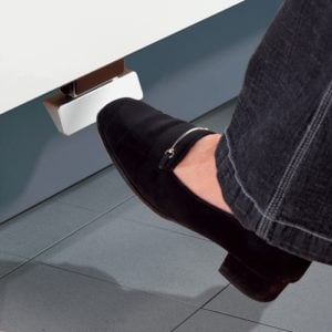 Foot pedal for mechanical door-opening for Hailo recycling-system