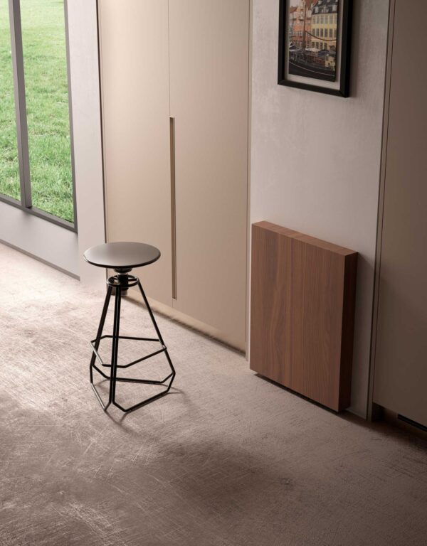 Just – Tilting table with single folding leg 4