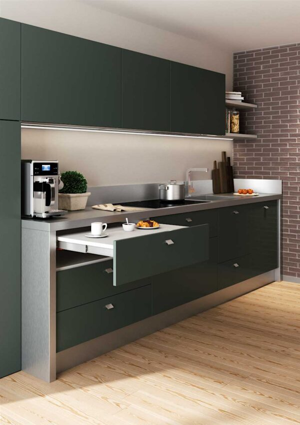 Shot – pull-out worktop from the drawer